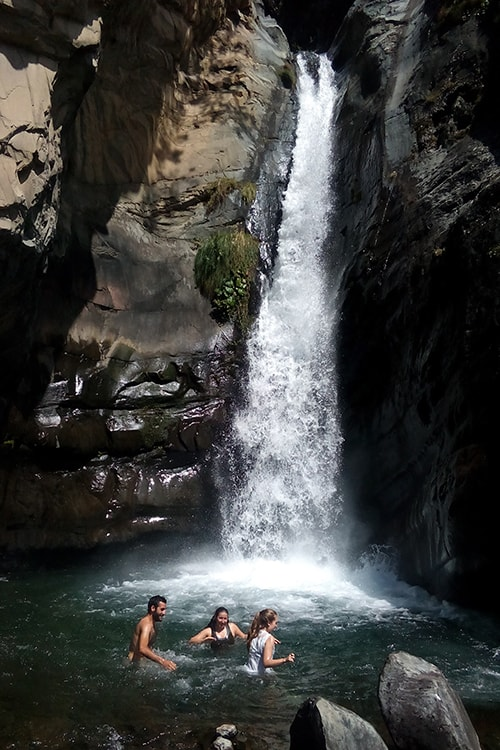 tourists at ghared waterfall 2